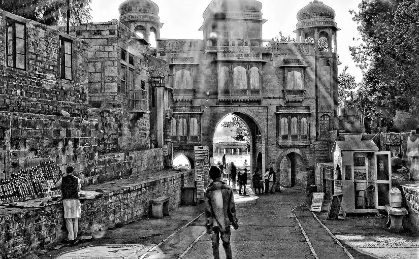 Tilon-ki-Pol: storia di un portale e della sua astutacommittente