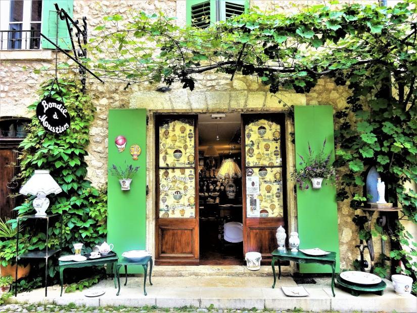 Una stella in pieno giorno: a giro per Moustiers-Sainte-Marie