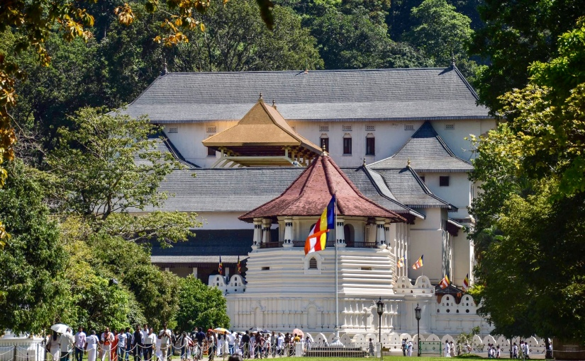 A Kandy, storia e leggenda della sacra reliquia del dente diBuddha