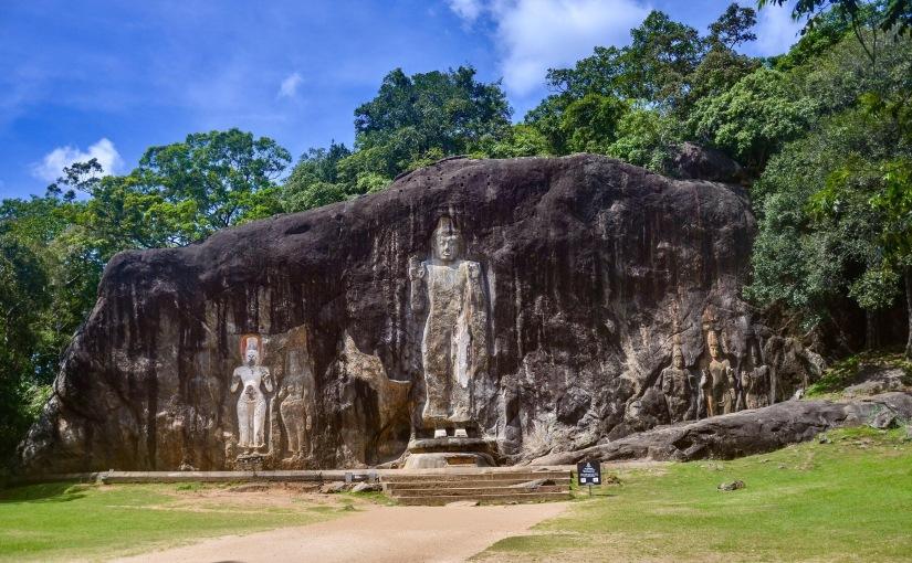 Wellawaya, l'enigmatico Buddha scolpito nella roccia e le cascate diDiyaluma